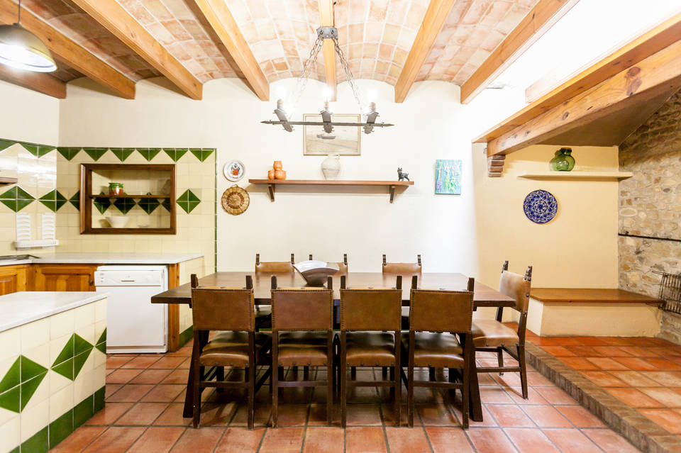 Real estate Entercasa sale Large rural house with private pool located in the urbanization of Creixell (Borassà) costa brava spain roses rosas holiday