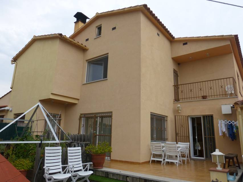 Detached house in a quiet area of ​​Empuriabrava
