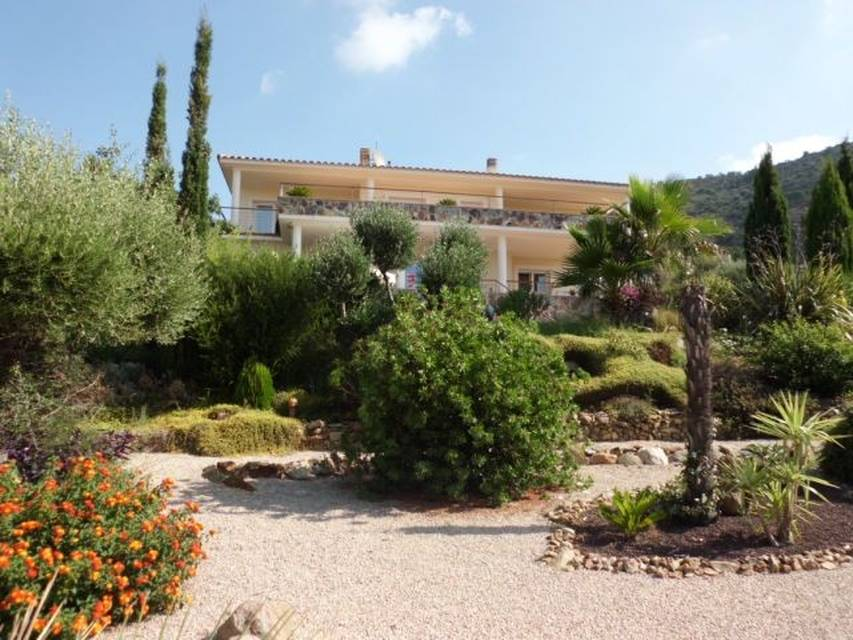 Real estate Entercasa sale spain costa brava superb villa in residential area with stunning views of the sea and the mountains Pau Bay of Rosas roses
