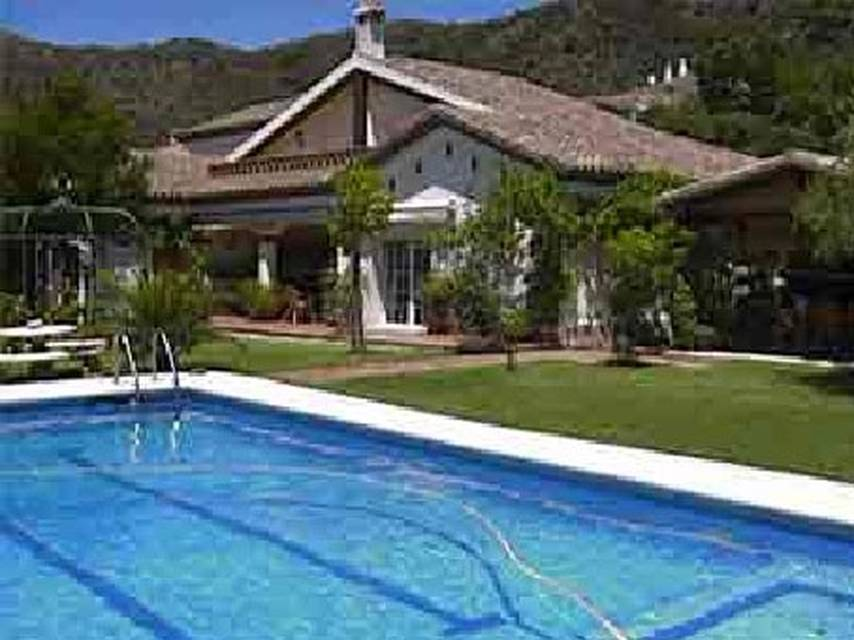Beautiful traditional style villa situated in the prestige estate of Els Olivars, Pau
