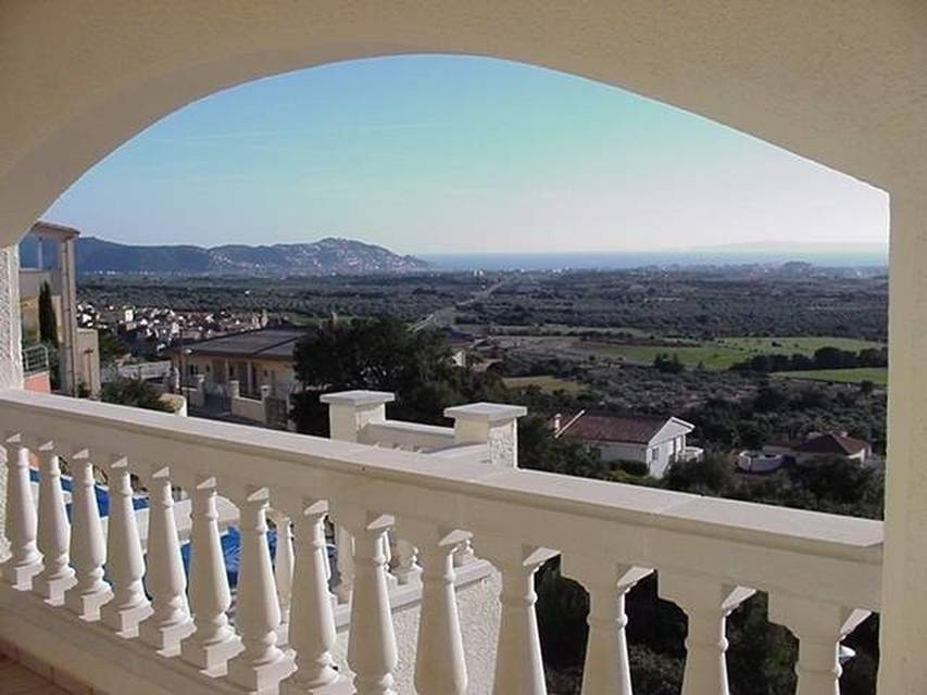 Luxury, spacious villa for sale, in superb location with commanding views over the Bay of Roses and surrounding countryside Spain Entercasa