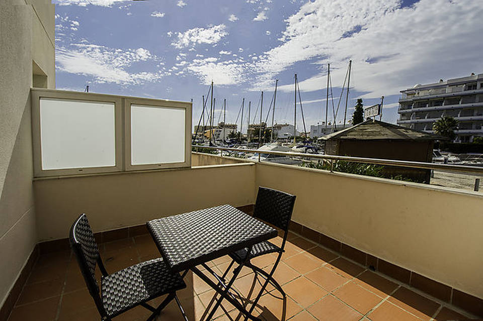 Apartment with terrace and pool for sale in Santa Margarita, Roses Rosas. Costa Brava Spain buy residence private holidays entercasa real estate