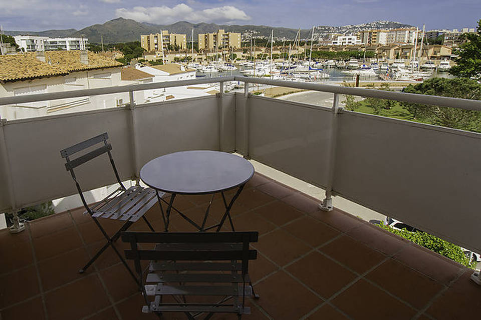 One bedroom apartment for sale in a beautiful residence with gardens and pool entercasa costa brava roses rosas spain buy holidays