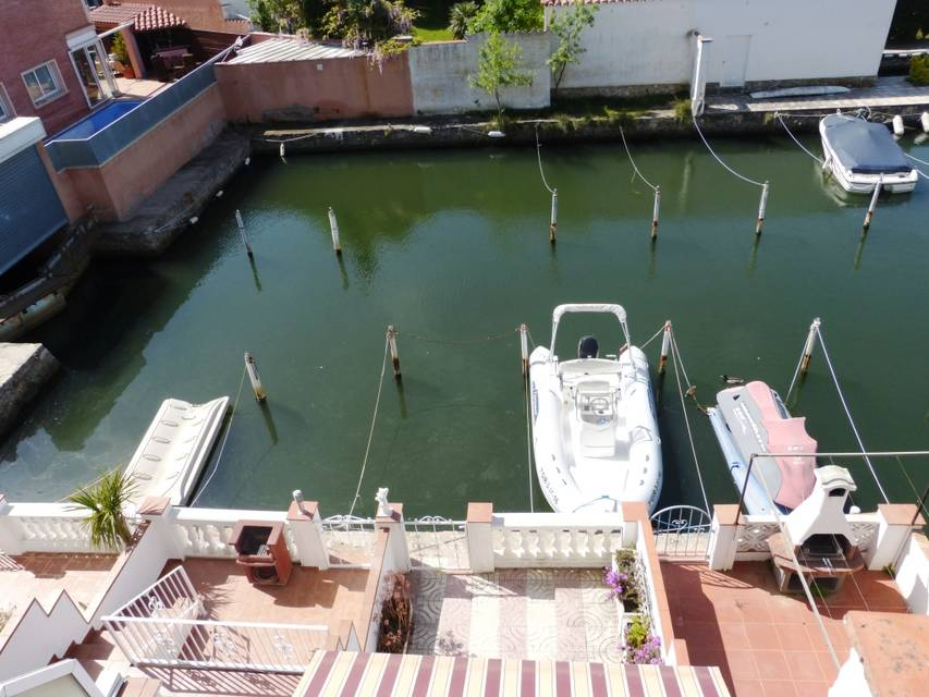 Cozy terraced house with boat mooring in Empuriabrava