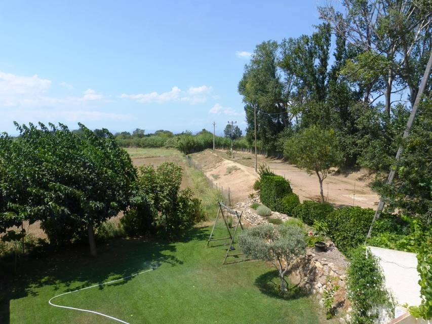 Very quiet farm with separate apartment in the fields of Emporda