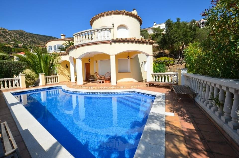 Real estate sale Entercasa spain costa brava Wonderful villa located on a prestigious estate with pool and panoramic views