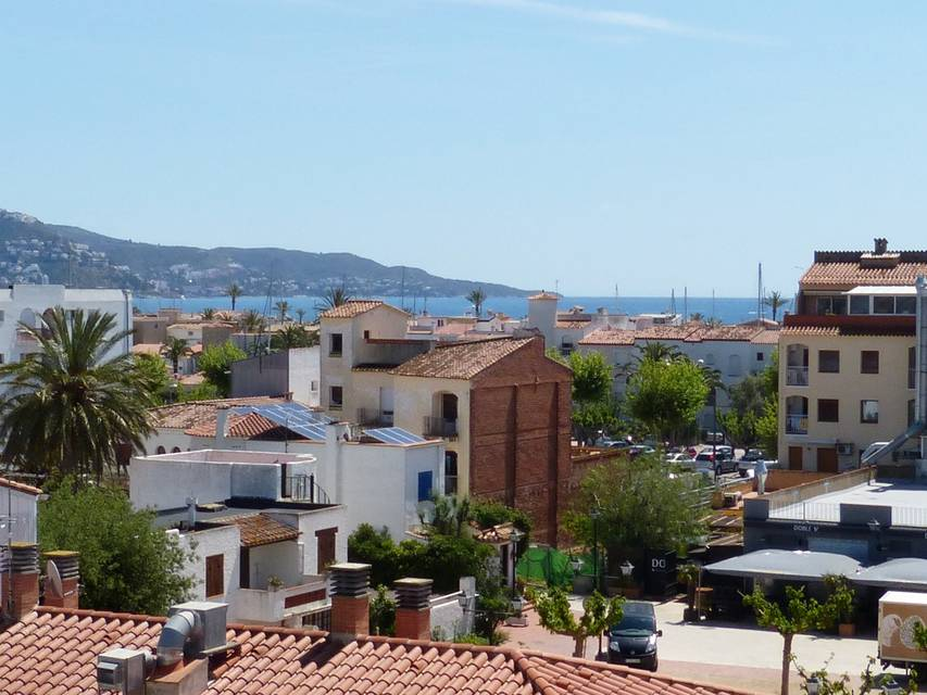 Spacious 2 bedroom apartment in the center of Empuriabrava overlooking the main canal and the port EnterCasa Golf of Rosas Empuriabrava costa brava